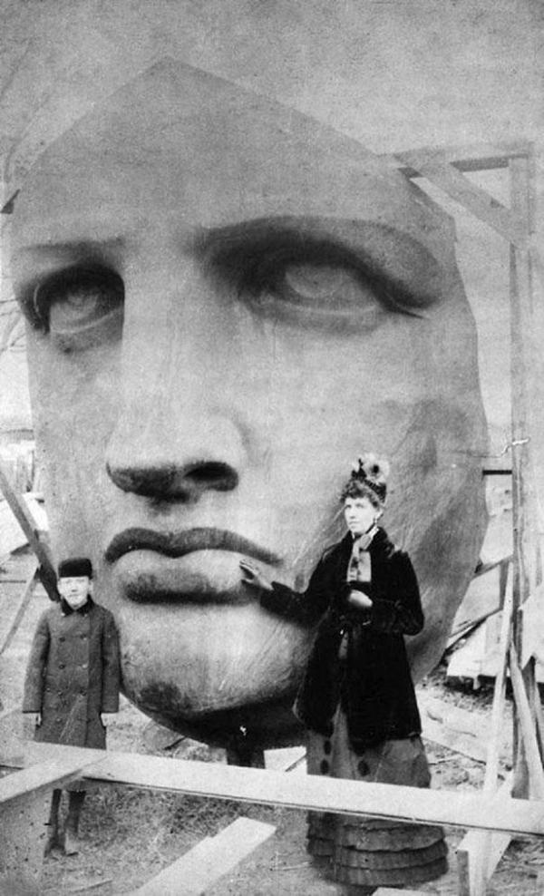 02-Desembalaje de la cabeza-de-la-estatua-de-la-Libertad-1885