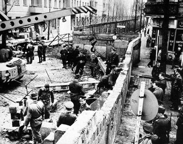 18-Construccion-de-el-muro-de-Berlin-1961