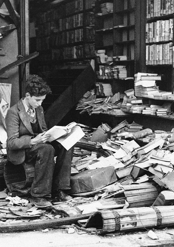 20-Libreria-en-Londres-destruida-durante-un-ataque-aereo-1940