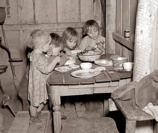 32-Cena-de-Navidad-durante-la-gran-depresion-nabos-y-coles-1929