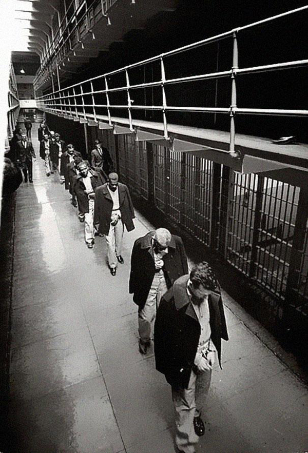 34-Los-ultimos-prisioneros-abandonan-Alcatraz-1963
