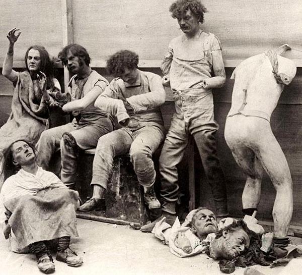 35-Restos-dañados-y-derretidos-de-figuras-de-cera-del-Museo-de-cera-de-Madam-Tussauds-en-Londres-1930