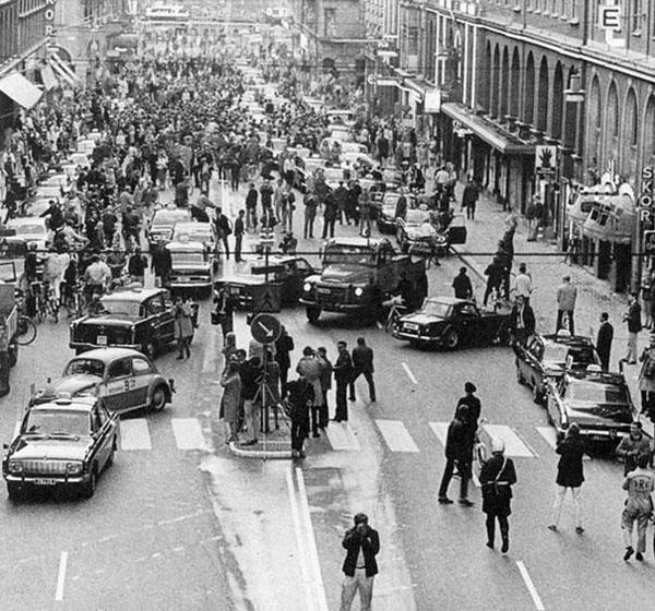 40-Primer-dia-despues-del-cambio-de-conduccion-por-la-izquierda-a-derecha-en-Suecia-1967