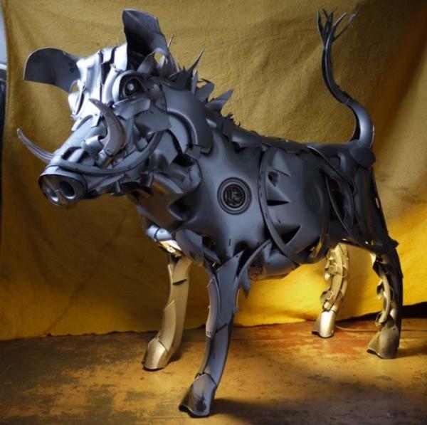 esculturas-con-tapacubos-02