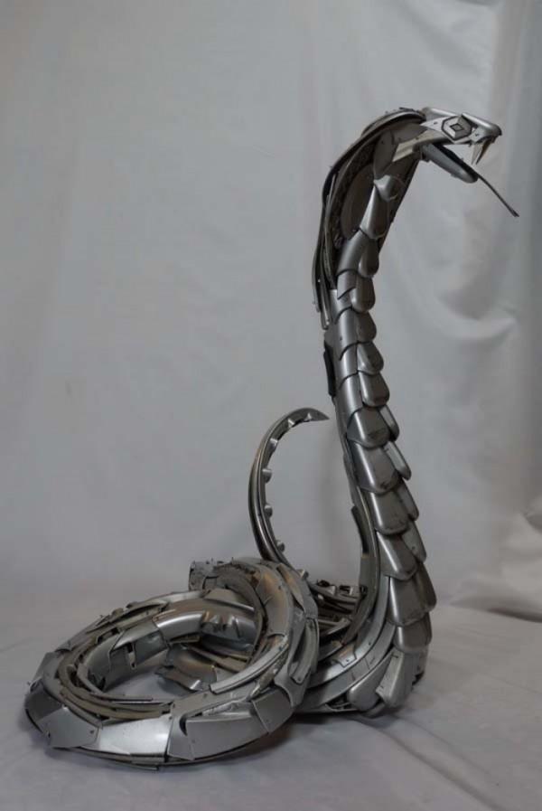 esculturas-con-tapacubos-04