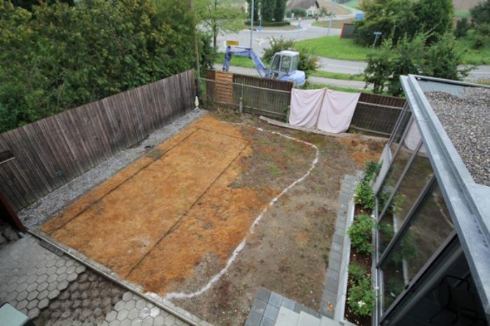 Un genial estanque para nadar en el jard n de casa bast simo for Como hacer una piscina en el patio de mi casa