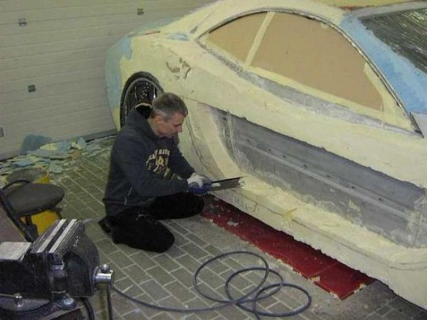 coche-deportivo-con-espuma-poliuretano-06