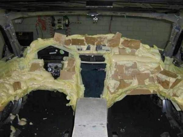 coche-deportivo-con-espuma-poliuretano-22