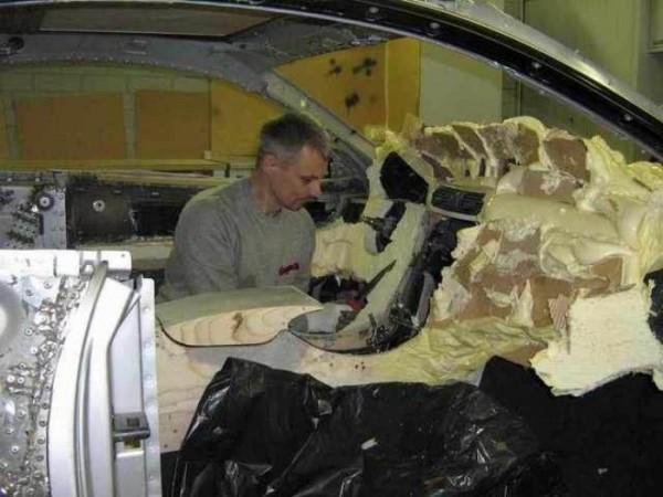 coche-deportivo-con-espuma-poliuretano-24