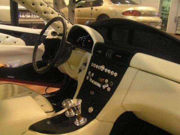 coche-deportivo-con-espuma-poliuretano-25