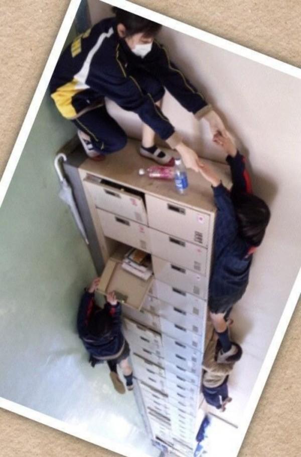 estudiantes-japoneses-divirtiendose-00