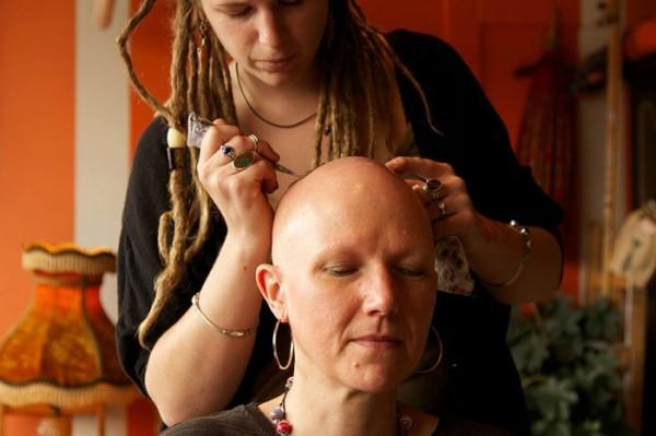 tatuajes-temporales-de-henna-para-pacientes-de-cancer-07
