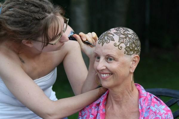 tatuajes-temporales-de-henna-para-pacientes-de-cancer-13