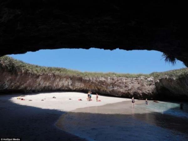 mexico-marietas-playa-del-amor-07